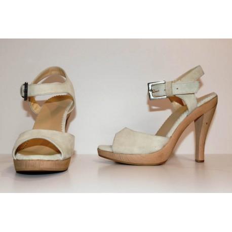 Scarpa elaborata su ordinazione modello sandalo elegante