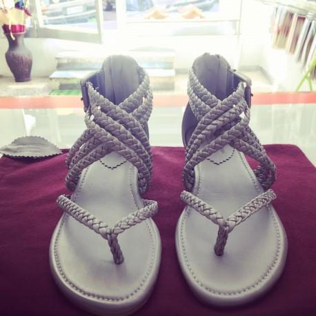 Sandali intrecciati colore grigio