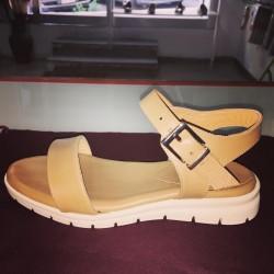 Sandali colore cuoio