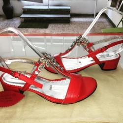 Sandali gioiello in pelle di colore rosso