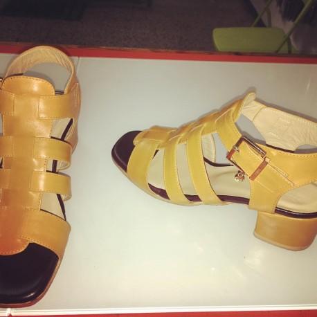 Sandali multifasce colore cuoio chiaro