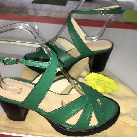 Sandali in pelle colore verde