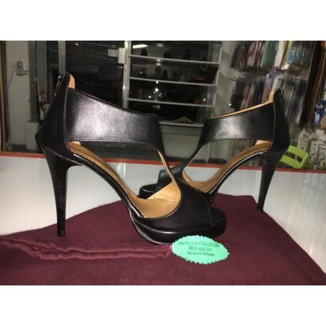 Scarpa elegante in colore nero
